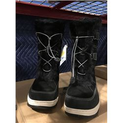 PAIR OF S PERRY POWDER VALLEY BLACK WOMENS SIZE 9 WINTER BOOTS