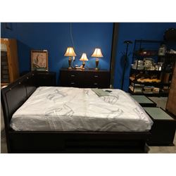 5 PCE QUEEN SIZE BEDROOM SUITE HEADBOARD, FOOTBOARD, RAILS, 6 DRAWER DRESSER, 2 NIGHT STANDS & 1