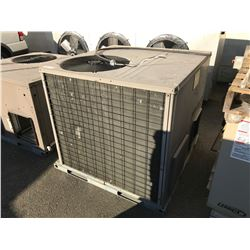YORK OUTDOOR ROOFTOP AC UNIT - MODEL: ACP048G1101021C