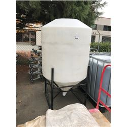 PLASTIC UPRIGHT STORAGE TANK WITH STAND
