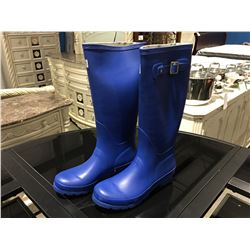 PAIR OF MB WOMENS BLUE RUBBER BOOTS - SIZE 6