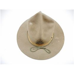 MILITARY FELT HAT WITH BADGE
