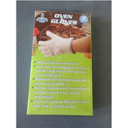 1 New Pair of Oven Gloves / Excellent for BBQ or Camping / a must have!