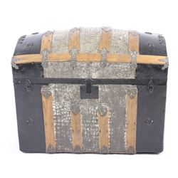 Humpback Steamer Trunk w/ Faux Alligator Exterior