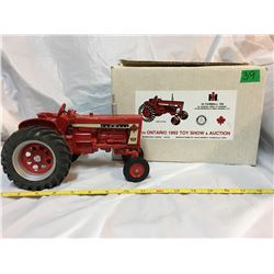 SCALE MODELS, 1992 TOY SHOW, IH FARMALL 706 TRACTOR, AS NEW