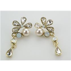 Ladies MMCrystal Design Earrings with Yellow Gold