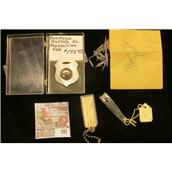 """More than 25 unused antique Phonograph Needles; """"Muscatine Bank and Trust Company"""" Fingernail Clippe"""