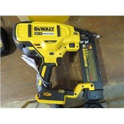 DEWALT 18GA BRAD NAILER INCLUDES BATTERY CHARGER