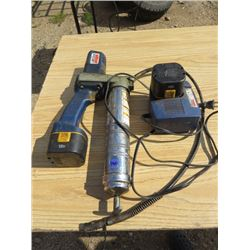 12 VOLT GREASE GUN - LINCOLN C/W CHARGER & 2 BATTERIES