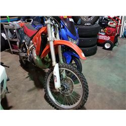HONDA DIRT BIKE, NO KEY, NO REGISTRATION, RUNNING ORDER UNKNOWN, *MUST TOW*