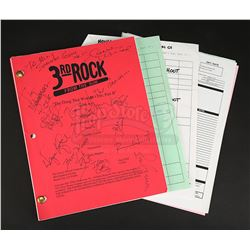 3RD ROCK FROM THE SUN (TV 1996-2001) - Main Cast-Autographed 'The Thing That Wouldn't Die Part 2' Sc