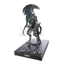 AVP: ALIENS VS PREDATOR (2004) - Alien Queen Puppet