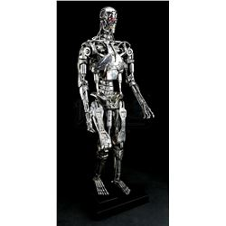 TERMINATOR 2: JUDGEMENT DAY (1991) - Light-Up T-800 Terminator Endoskeleton