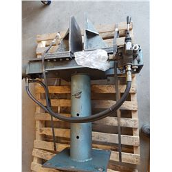 Hydraulic Vise on stand