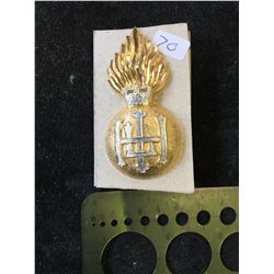 ROYAL HIGHLAND FUSILIERS CAP BADGE WITH WHITE HACKLE