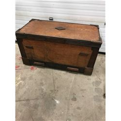 WOODEN TRUNK/HOPE CHEST C/W DRAWER