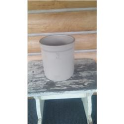 3 GAL. MEDALTA CROCK. NO CHIPS/CRACKS. EXCELLENT CONDITION