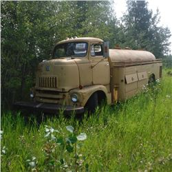 1949? INTERNATIONAL SNUB NOSE TANKER TRUCK