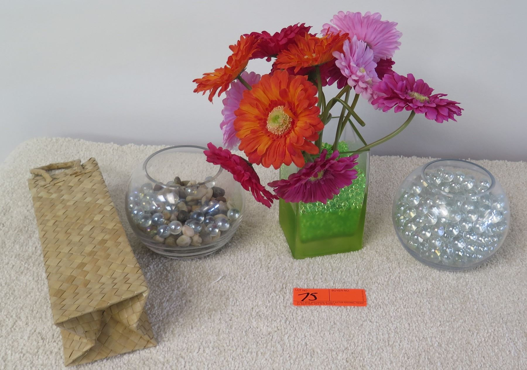 Image 1 qty 3 decorative glass vases glass beads faux daisies