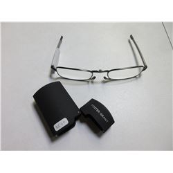 New Foster Grant Reading Glasses/folding compact Readers with Hardcase