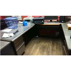 LARGE EXECT DESK WITH DBL RETURN / LIKE NEW