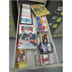 Mixed sports cards, mostly hockey