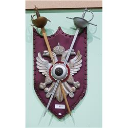 WOOD CREST/FAMILY SHIELD W/METAL SWORD