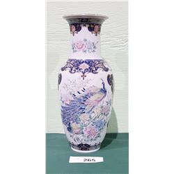 BEAUTIFUL JAPANESE PORCELAIN VASE