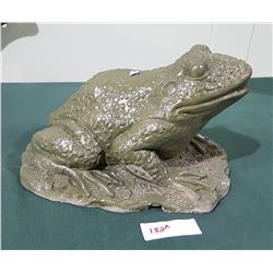 HIGHLY DETAILED CONCRETE FROG STATUE