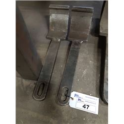 PAIR OF LIFTING PLATES