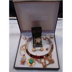 CASE OF ESTATE JEWELLRY