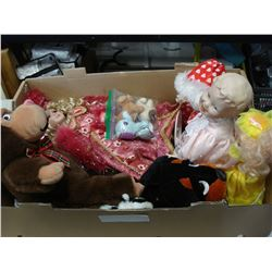 TRAY OF COLLECTIBLE DOLLS AND STUFFIES
