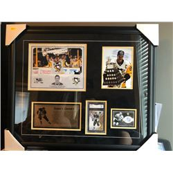 20X24 FRAMED SIDNEY CROSBY ULTIMATE SIGNATURE AUTOGRAPHED CARD & GEM 10 CARD W/4X8 CUSTOM NAME PLATE