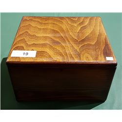 VINTAGE KEEPSAKE STORAGE BOX