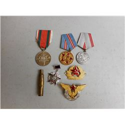 ASSORTED WWII U.S.S.R./RUSSIAN MEDALS & PINS