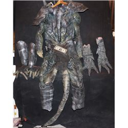 ALIEN ARMORED CREATURE SUIT COMPLETE WITH TAIL HANDS FEET AND GAUNTLETS
