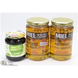 BOX WITH 2 LARGE JARS OF HONEY 1KG EACH AND