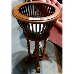 OAK BARLEY TWIST FERN STAND