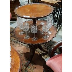 2 TIER MAHOGANY PIE CRUST OCCASIONAL TABLE W/DUNCAN PHYFFE LEGS