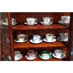 12 ENGLISH BONE CHINA TEACUPS AND SAUCERS