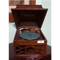 ANTIQUE CABINET SPEAKER PHONOGRAPH