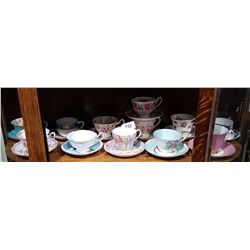 12 ENGLISH BONE CHINA TEACUP AND SAUCERS INCLUDING SHELLEY, ROYAL ALBERT, PARAGON STAR, ETC