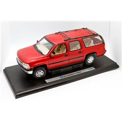 2001 Chevrolet Suburban Welly 1:18 scale