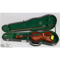 VIOLIN CHILD 1/2 SIZE WITH BOW & HARD CASE.