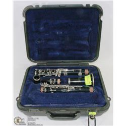 CLARINET SELMER MADE USA 1401 WITH HARD CASE