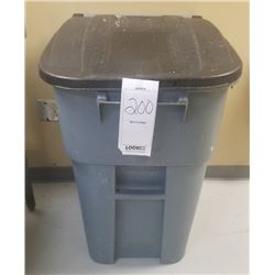 PLASTIC GARBAGE CAN WITH LID AND ON WHEELS