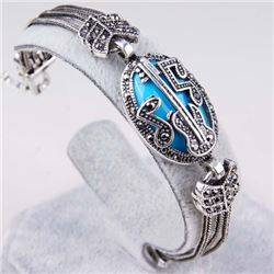 BRACELET - VINTAGE STYLE CRAFTING OF TURQUOIS LIKE GEM IN GERMAN STERLING SILVER SETTING WITH 18K GO