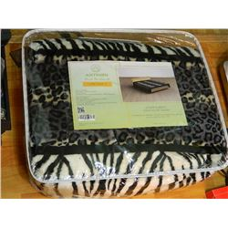 NEW MINK BLANKET - BLACK & WHITE - QUEEN SIZE