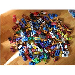LARGE ZIPLOC BAG OF ASSORTED TOY CARS AND OTHER VEHICLES