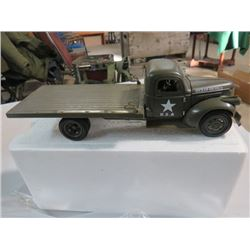 1941 MILITARY CHEVY FLATBED DIE CAST MODEL TRUCK ( NEW IN BOX )
